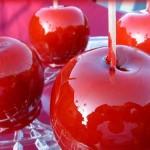 حلوى التفاح بالكراميل الاحمر للاطفال